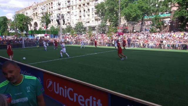 Finale - Seedorf et Cambiasso brillent lors du match des Légendes
