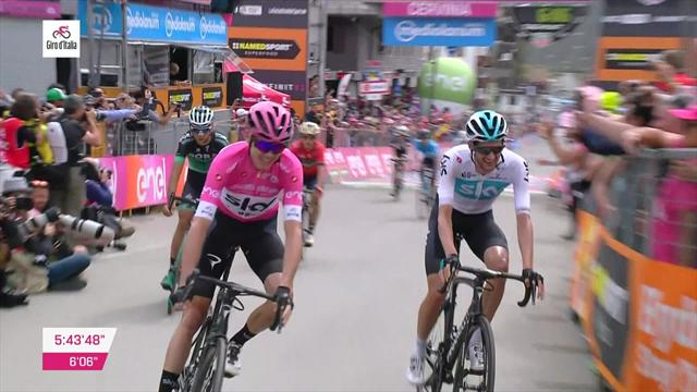 Froome crosses the line to set up Giro glory