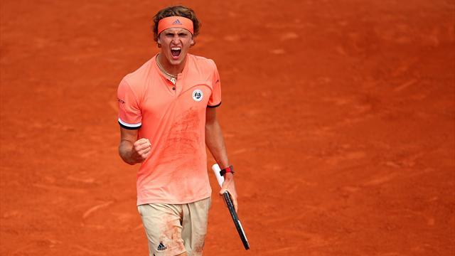 Un joueur percute et renverse un ramasseur de balle (vidéo) — Roland-Garros