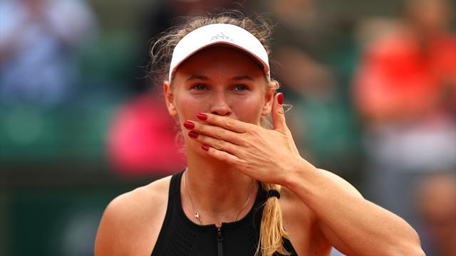Caroline Wozniacki races into fourth round at French Open