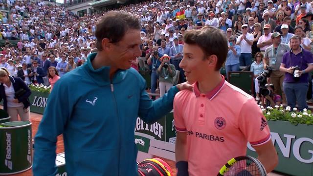Après avoir expédié Gasquet, Nadal a échangé des balles avec un ramasseur