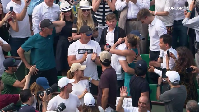 Halep's emotional embrace with coach Cahill
