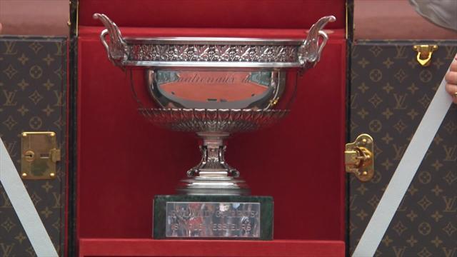Roland Garros: Roger Waters presenta il trofeo prima della finale maschile