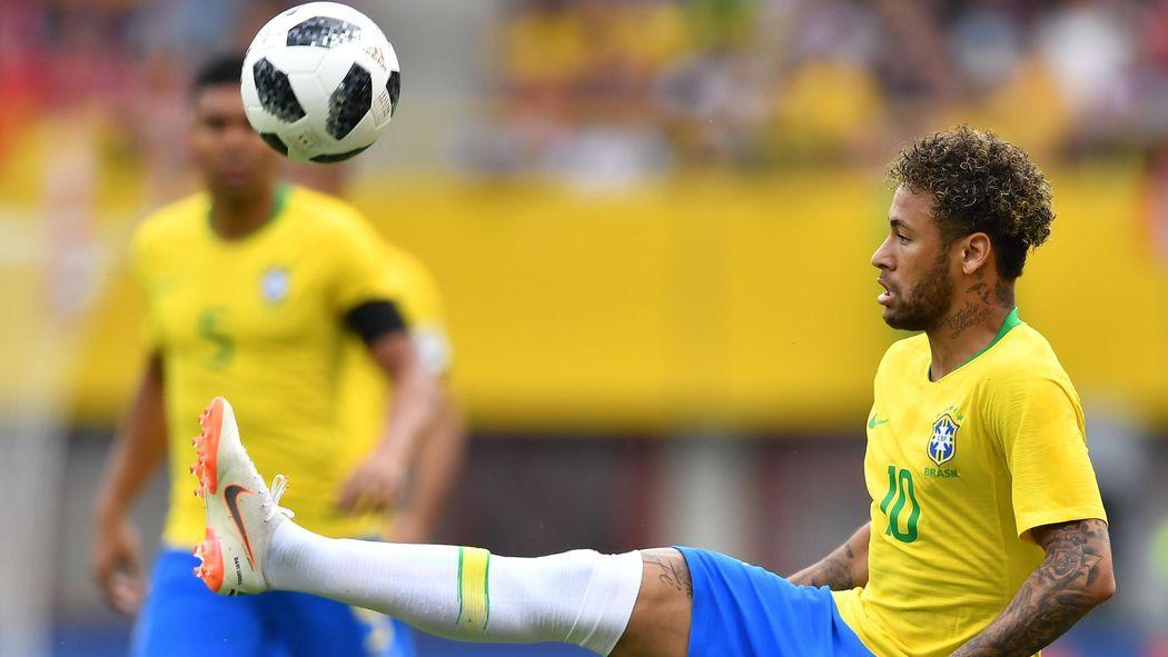 Coupe du monde   entraînement détendu pour le Brésil et bizutage avec  Neymar à Sotchi - Coupe du monde 2018 - Football - Eurosport 09658aea6bb5