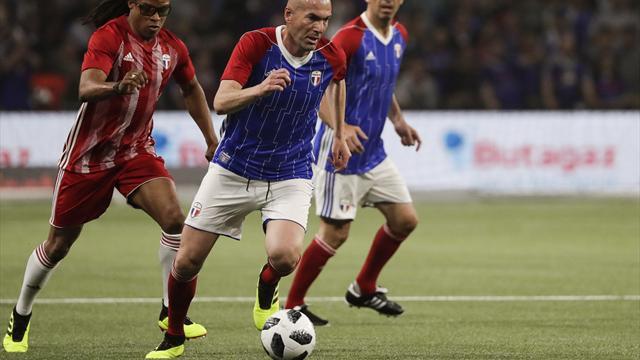 France 98 : Zidane signe un chef d'oeuvre sur coup franc lors d'un match d'exhibition