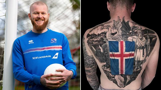 L'opera d'arte sulla schiena di Aron Gunnarsson: è il tatuaggio più spettacolare del Mondiale