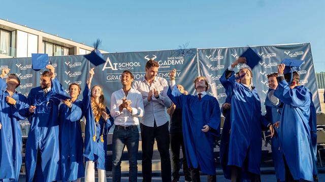Nadal y Pau Gasol gradúan a los alumnos de la Academia Rafa Nadal