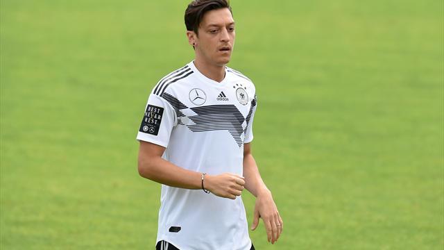 Özil wieder im Training - Fans jubeln Weltmeister zu