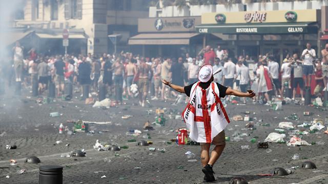 Ausreiseverbot für 1300 gewalttätige England-Fans