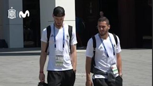 Caras serias de los jugadores de España a su llegada a Sochi