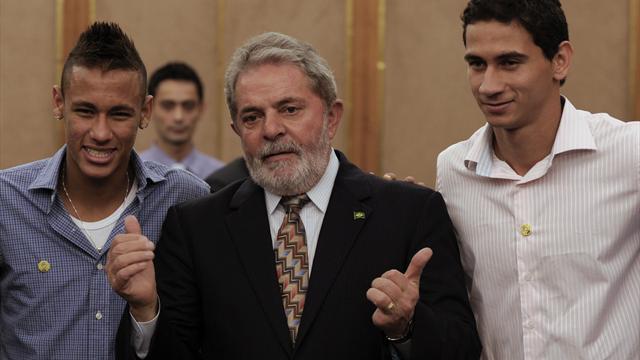 Осужденный на12 лет экс-президент Бразилии будет объяснять матчиЧМ
