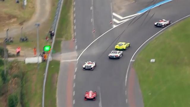 Pour ne pas perdre de vue l'autre Toyota, Alonso a pris tous les risques dans le trafic