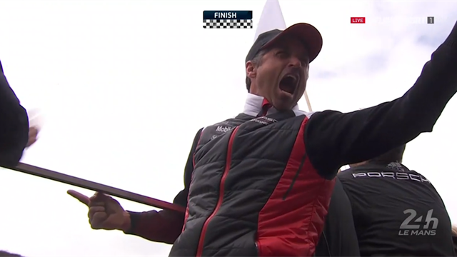 La sua Proton Racing vince la GTE-Am: Patrick Dempsey impazzisce di gioia al muretto!