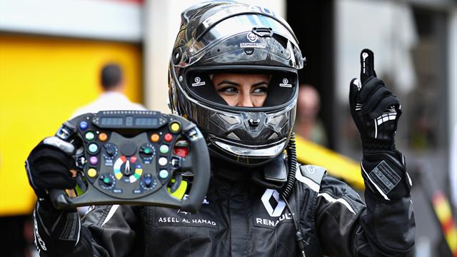 Saudi woman drives F1 car on historic day