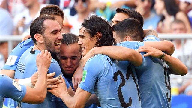 Uruguay da urlo: 3-0 alla Russia e primo posto nel gruppo A. Padroni di casa secondi