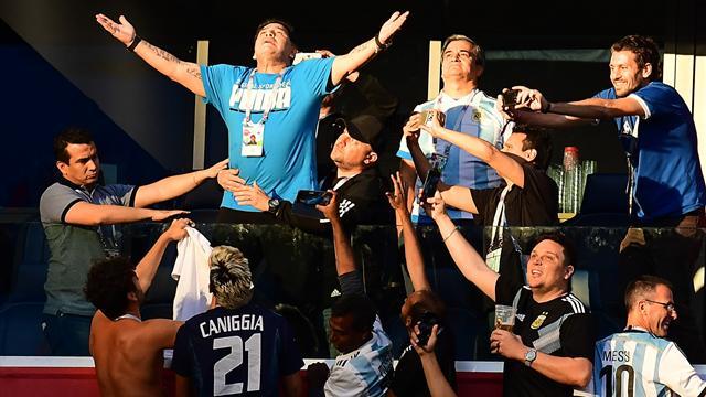 La chapka d'or : Maradona et le show en tribunes