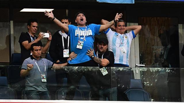 Transe, doigts d'honneur et malaise : le drôle de match vécu par Maradona