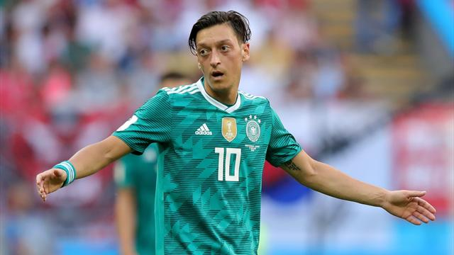 Özil met sa carrière internationale entre parenthèses