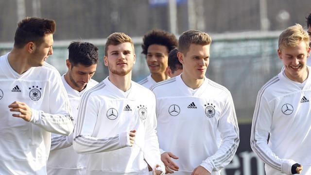 Игрокам сборной Германии во время ЧМ отключали на ночь интернет, чтобы они не рубились в PlayStation
