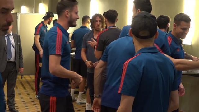 Mundial Rusia 2018: Puyol visita a la Selección antes de jugarse los octavos contra Rusia