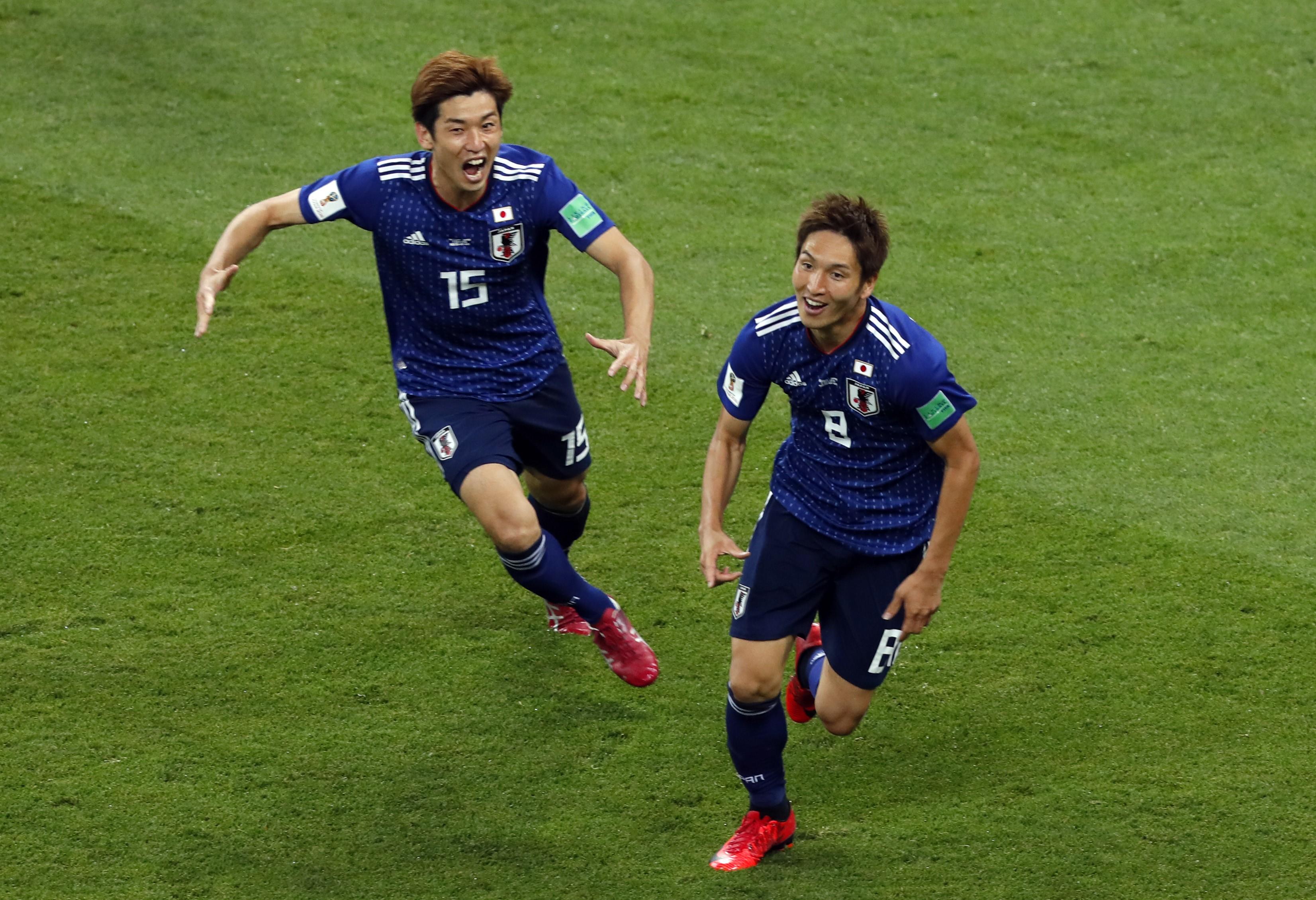 Genki Haraguchi célèbre son but avec Yuya Osako lors de Japon - Belgique lors de la Coupe du monde 2018