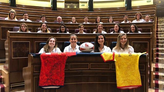 Las Leonas visitan el Congreso de los Diputados previo al Mundial de rugby
