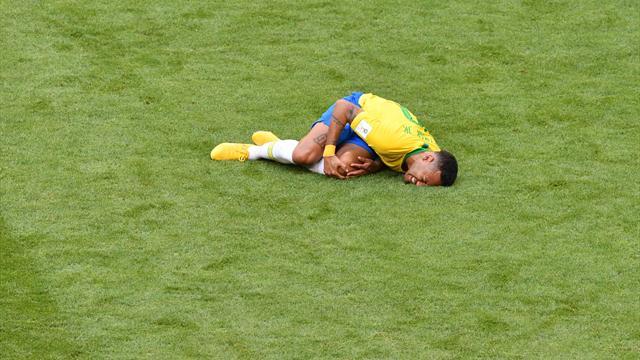Mode auto-dérision : Neymar se moque de ses roulades