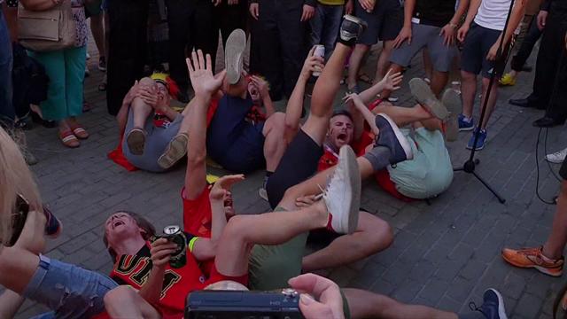 Tuffo, rotolata e simulazione: i tifosi del Belgio deridono Neymar