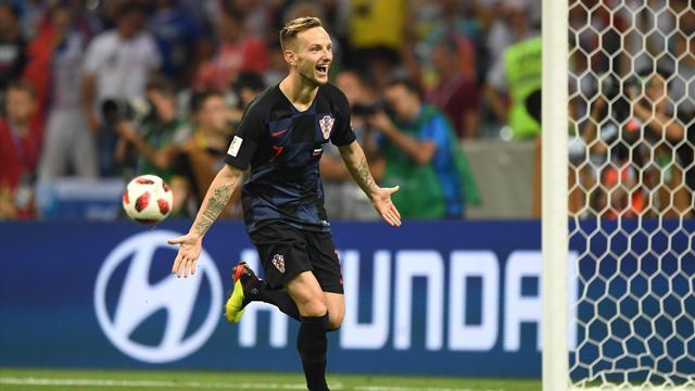 Le PSG et Monaco passent à l'attaque pour Rakitic