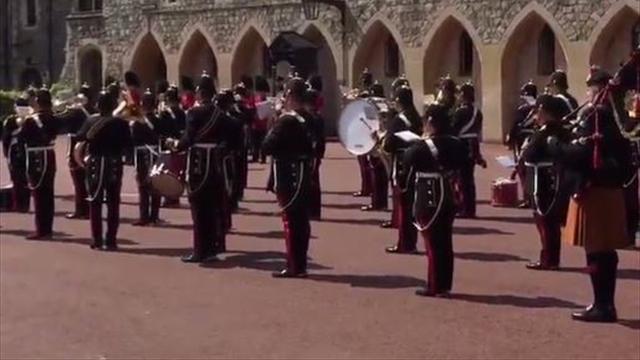 La famosa 'It's coming home' llega hasta el cambio de guardia del Castillo de Windsor