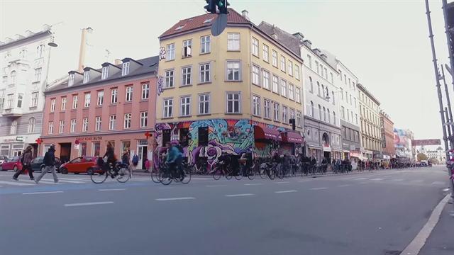 Ride the city: Copenhagen, ecco perché tutti amano e vanno in bicicletta