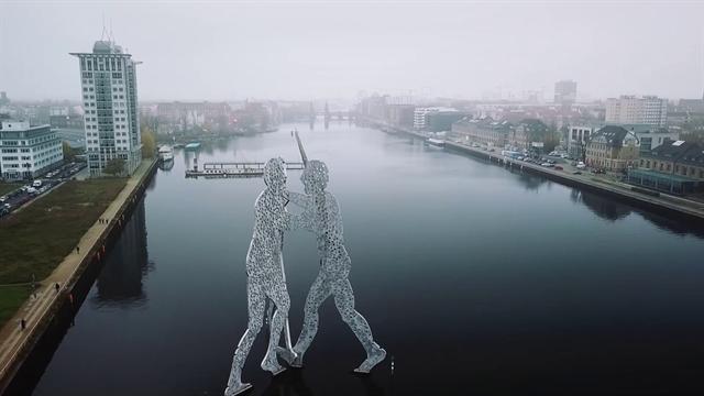 Ride the city: Berlino e i segreti delle bici fantasma, da abbandonate a simbolo della città