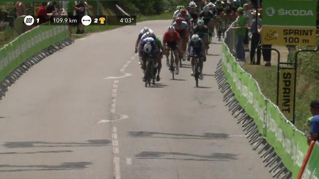 Fernando Gaviria claims intermediate sprint on Stage 5