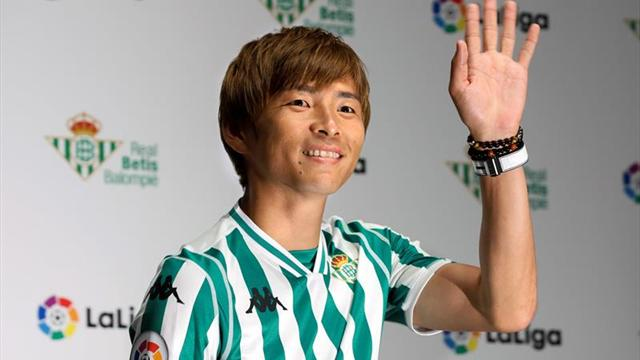 El japonés Takashi Inui, presentado en Tokio como nuevo jugador del Betis