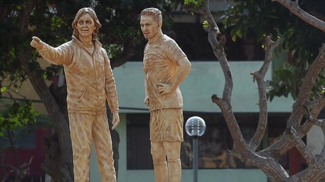 Lebensgroße Statuen: Peru ehrt Guerrero und Gareca
