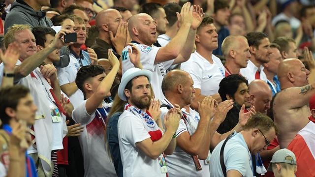 ФИФА заподозрила английских болельщиков вдискриминации