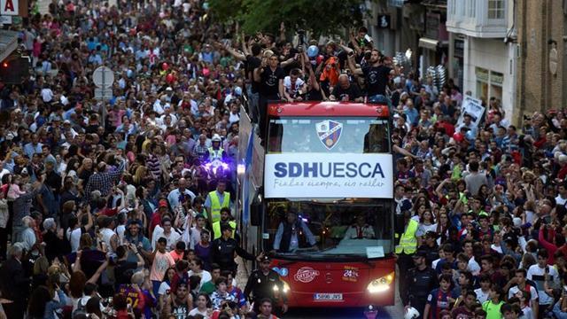 """""""Déjate la voz"""", lema de la campaña de abonados del Huesca"""