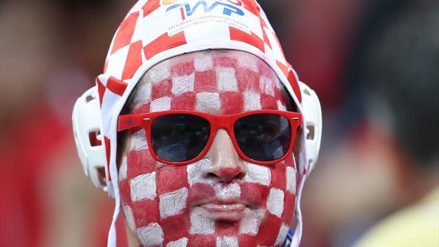 Das steckt hinter Kroatiens Badekappen-Fans