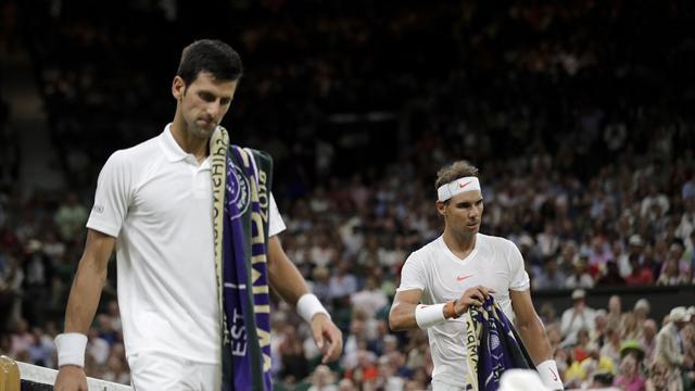 Djokovic domina por (6-4, 3-6 y 7-6-9-) a Nadal, el partido se reanudará este sábado a las 14:00