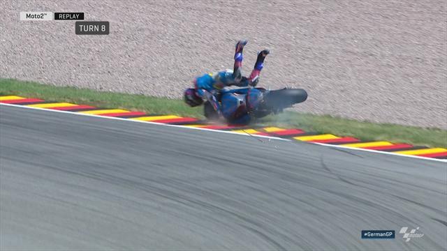 Moto2: Alex Marquez hard onderuit op Sachsenring