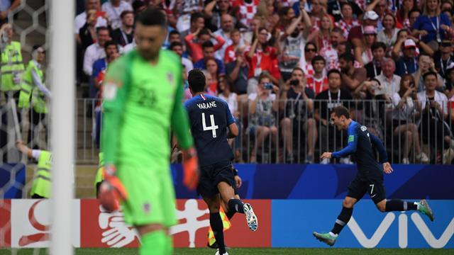 La moviola di Francia-Croazia: dubbi sulla punizione dell'1-0, netto il mani di Perisic