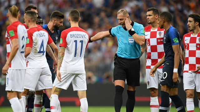 """""""Giroud et Griezmann réclament une main"""" : Pitana revient sur le penalty accordé aux Bleus"""