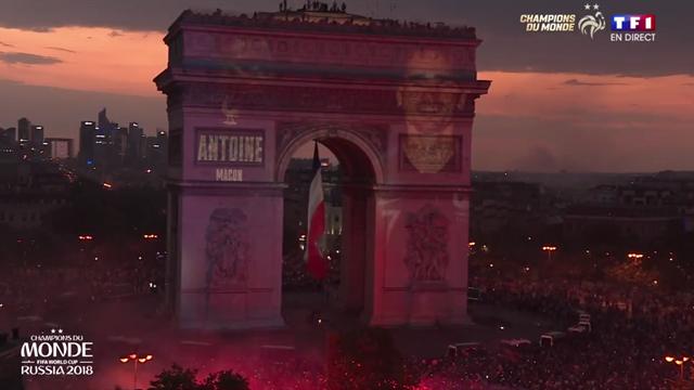 Comme en 98, les visages des 23 champions du monde français sont apparus sur l'Arc de Triomphe