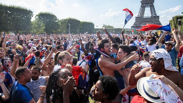 Du stress à la libération finale : le sacre des Bleus au coeur de la fan zone de Paris
