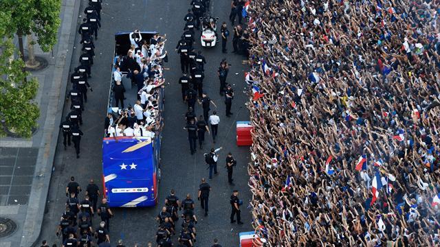Passage des Bleus sur les Champs : «Un bus qui roule à 6 km/h ne va pas particulièrement vite»