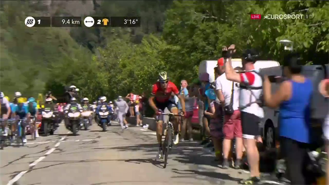 Vincenzo Nibali attacca sull'Alpe d'Huez: bellissimo scatto a 10 km dal traguardo