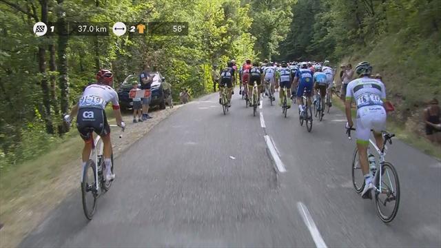 Tour de Francia 2018: Bonito gesto de Bauke Mollema dejando un bidón a un niño en lugar de tirarlo