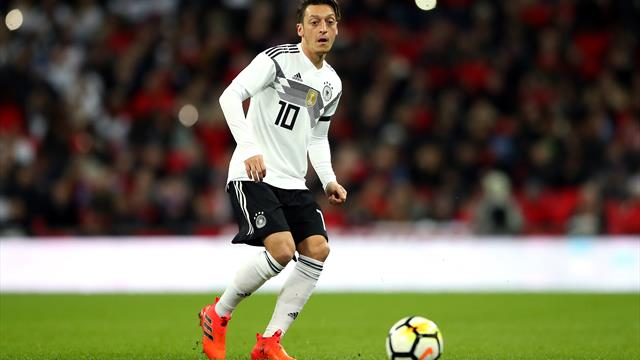 Hoeness: 'Ozil has been playing crap for years'