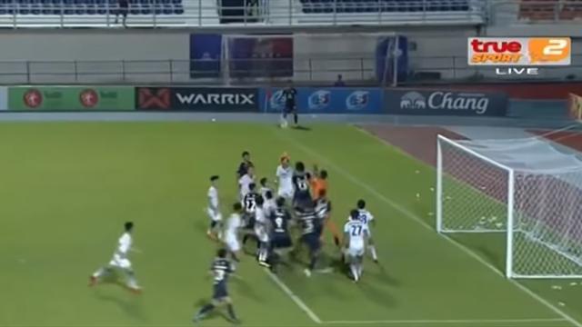 VAR раскусил тайского кипера – он забил рукой после корнера на 95-й минуте