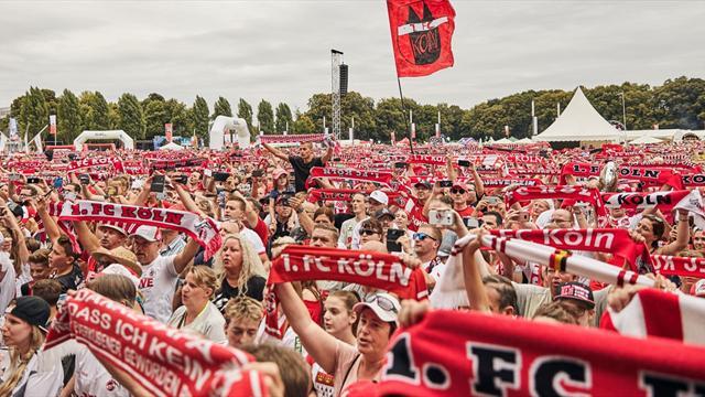 Fanandacht vor dem Anpfiff - FC-Fans brennen auf Liga zwei